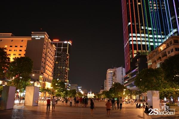 Phố đi bộ luôn là lựa chọn lí tưởng cho những ai đến Sài Gòn.