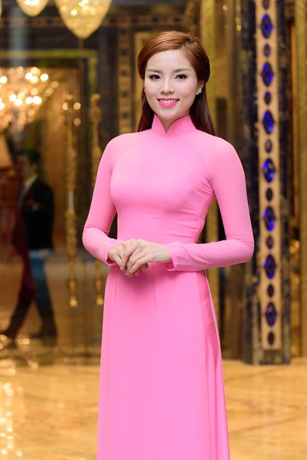 Hai năm trước, ban tổ chức chương trình Lễ hội áo dài TP HCM mời hoa hậu Đặng Thu Thảo và Lan Khuê thì năm nay Kỳ Duyên là gương mặt đại diện của lễ hội.