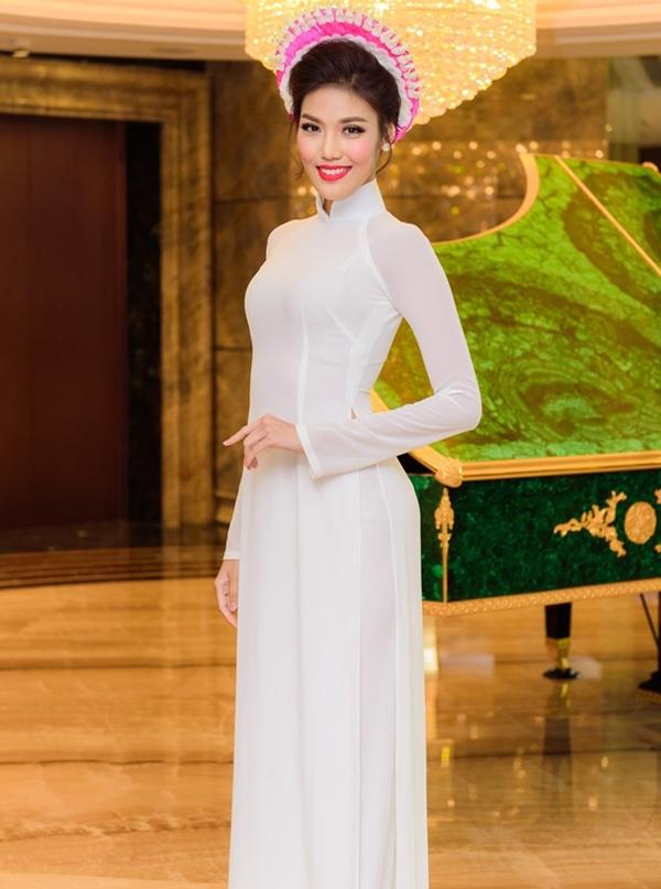 Lan Khuê tiếp tục được mời làm gương mặt đại diện của Hội thi Kết hoa trên áo dài. Đây là một chương trình đặc sắc, lần đầu xuất hiện trong khuôn khổ của Lễ hội áo dài TP HCM 2016. Hội thi này thu hút 40 nhà thiết kế trong và ngoài nước tham gia.