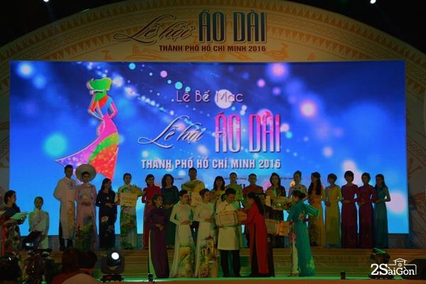 Cuộc thi là sự tôn vinh vẻ đẹp biểu trương của áo dài Việt.