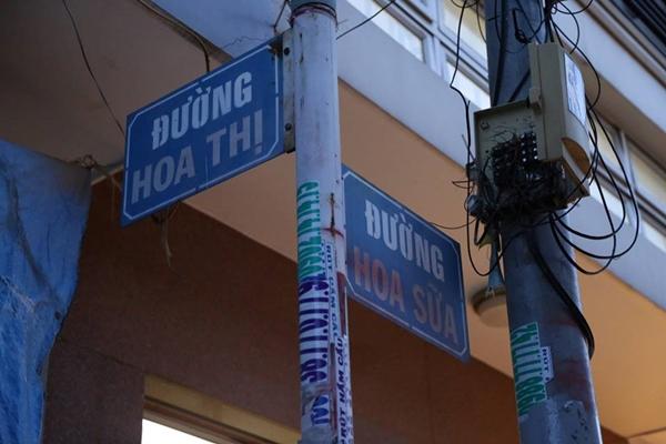 Ngoài ra, ở Sài Gòn còn rất nhiều con đường có tên và rất ngắn và tuổi đời khá trẻ như 3 đường mang tên 3 loại hoa nằm liền nhau ở quận Phú Nhuận: Hoa Thị 38m, Hoa Lài 43m, Hoa Trà 44m. Hay những con đường Số 1, Số 2, đường mới mở ở các đô thị và khu dân cư mới...