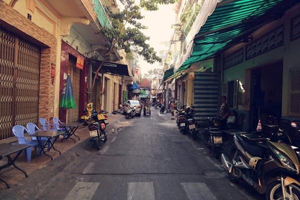 Đường Phú Định có chiều dài vỏn vẹn 65m nằm ở Quận 5 này bị giới hạn bởi đường Nguyễn Án và đường Lương Nhữ Học.