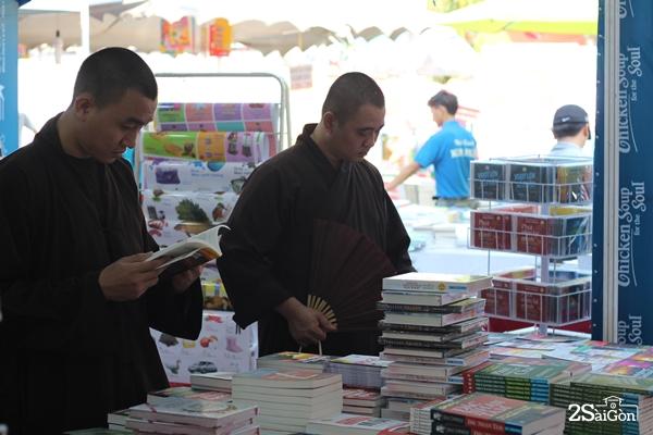 """Hội sách không đơn thuần là câu chuyện của sách, của hoạt động """"mua bán""""  thông thường mà thật sự trở thành điểm hẹn văn hóa đặc biệt của cư dân thành phố."""