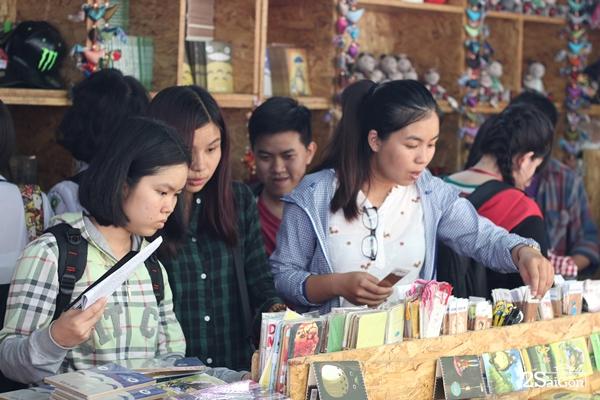 Rất nhiều các bạn trẻ cho rằng việc tổ chức hội sách là nét văn minh của thành phố vì đó là hoạt động lành mạnh cho giới trẻ.
