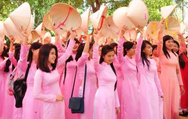 TP HCM đang vận động phụ nữ toàn thành phố mặc áo dài. Ảnh: BTC cung cấp