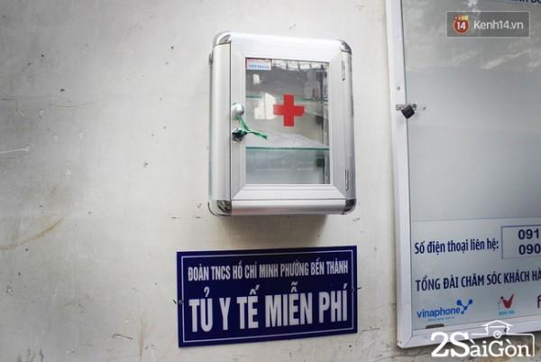 Ngoài ra các bạn còn trang bị một tủ y tế miễn phí cho người dân trong hẻm.