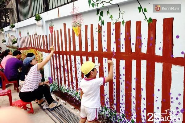 Chung tay tô vẽ lại bức tường. Để hoàn thành bức vẽ, các bạn tình nguyện viên tham gia đã mất 3 ngày làm việc không mệt mỏi từ 8h sáng đến 11h đêm.