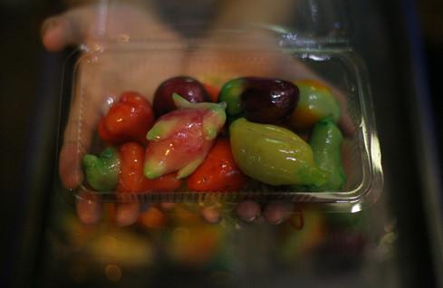 Những chiếc bánh đậu xanh được nặn khéo léo và rất tỉ mỉ - Ảnh: Linh San