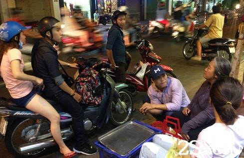 Những chiếc bánh đậu xanh trái cây của bà Hai Bưởi rất đắt khách- Ảnh: Linh San