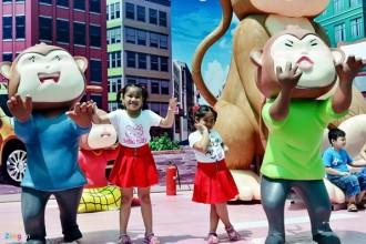 Những bối cảnh này là nơi cả nhà, đặc biệt là những trẻ nhỏ tạo dáng, nhập vai, và lưu lại những hình ảnh vui nhộn.