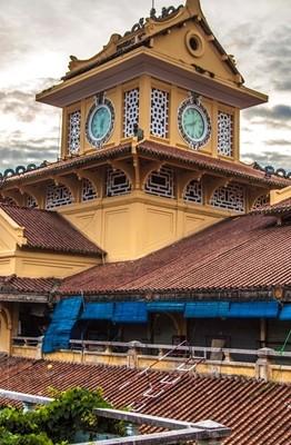 Chợ Bình Tây còn được biết với tên gọi là Chợ Lớn Mới được xây dựng vào những năm 20 của thế kỷ XX.