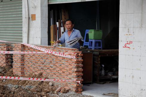 Việc xây dựng này một phần cũng làm ảnh hưởng đến đời sống và kinh doanh của người dân