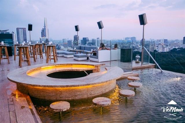 Hồ bơi của Social Pool Rooftop Bar
