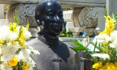 Quách Đàm, thương hiệu Thông Hiệp (1863 - 1927, theo ghi khắc tại bệ đá thờ ông trong hoa viên của chợ Lớn.