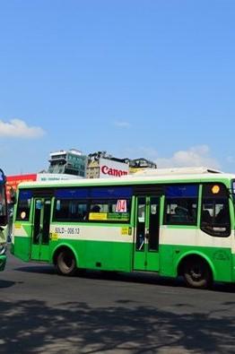 gan-camera-tren-xe-bus