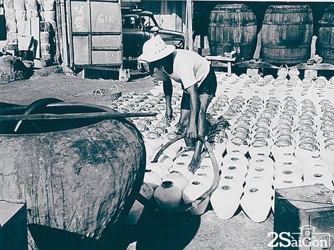 Lò sản xuất nước mắm tĩn ngày xưa.  Ảnh: T.L