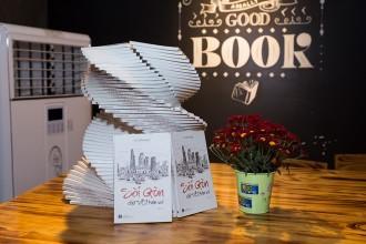 Ấn phẩm Sài Gòn chữ VỘI trên vai bày bán tại các nhà sách toàn quốc.  Ảnh: NVCC