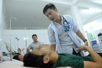 Bác sĩ Trần Hoàng Minh, 29 tuổi, quốc tịch Mỹ, học Trường ĐH Houston (Mỹ) và tốt nghiệp ĐH Queensland (Úc) đã chọn Bệnh viện Gò Vấp, TP.HCM làm việc. (Ảnh tư liệu)