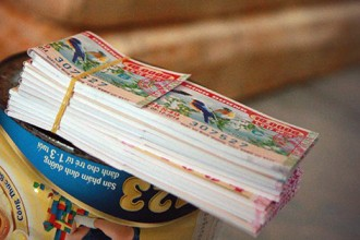 Chuyện 50 tờ vé số trên vỉa hè trưa Sài Gòn.