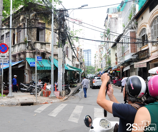 Biệt thự cổ 'bị trăn quấn' đầy vẻ ma mị giữa lòng Sài Gòn 10