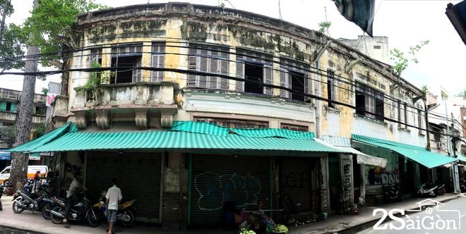 Biệt thự cổ 'bị trăn quấn' đầy vẻ ma mị giữa lòng Sài Gòn 11