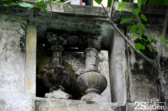 Biệt thự cổ 'bị trăn quấn' đầy vẻ ma mị giữa lòng Sài Gòn 9