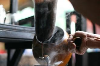 Đi uống cà phê kiểu xưa sau lưng chợ Thiếc ở Sài Gòn 1