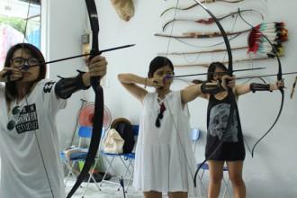 Giới trẻ Sài Gòn thích thú với trải nghiệm bắn cung 1