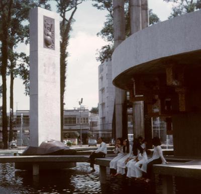 Hồ Con Rùa năm 1972, lúc còn con rùa bằng đồng ở giữa.  Ảnh tư liệu