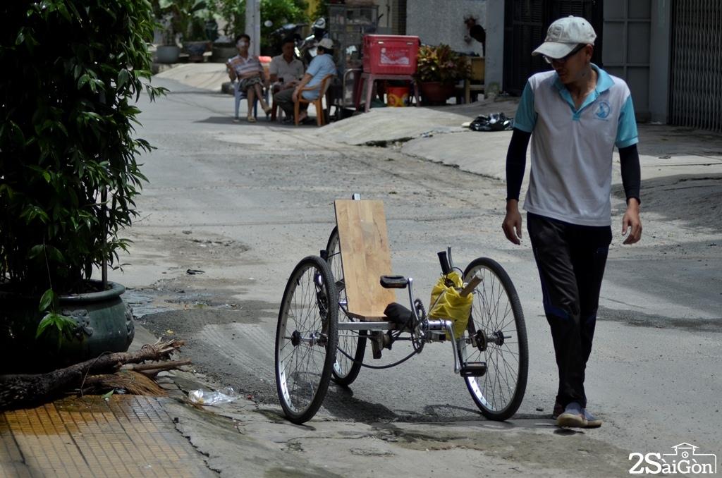 Ngộ nghĩnh xe đạp nằm tự chế trên đường phố Sài Gòn 10
