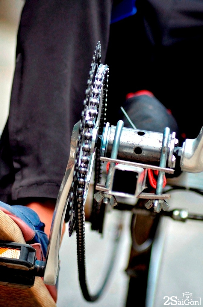 Ngộ nghĩnh xe đạp nằm tự chế trên đường phố Sài Gòn 5