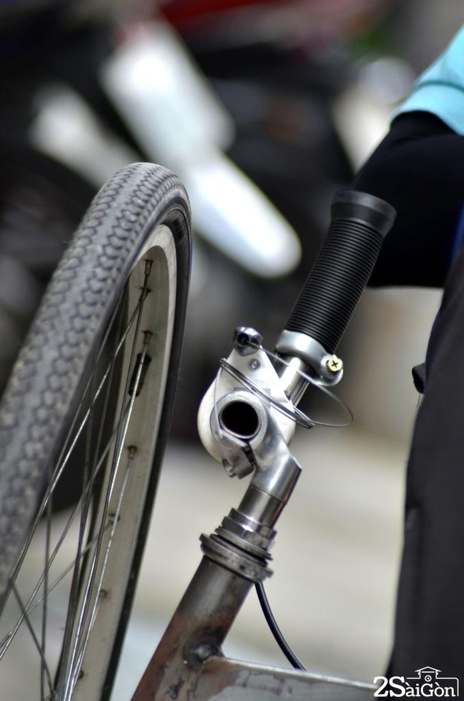Ngộ nghĩnh xe đạp nằm tự chế trên đường phố Sài Gòn 6
