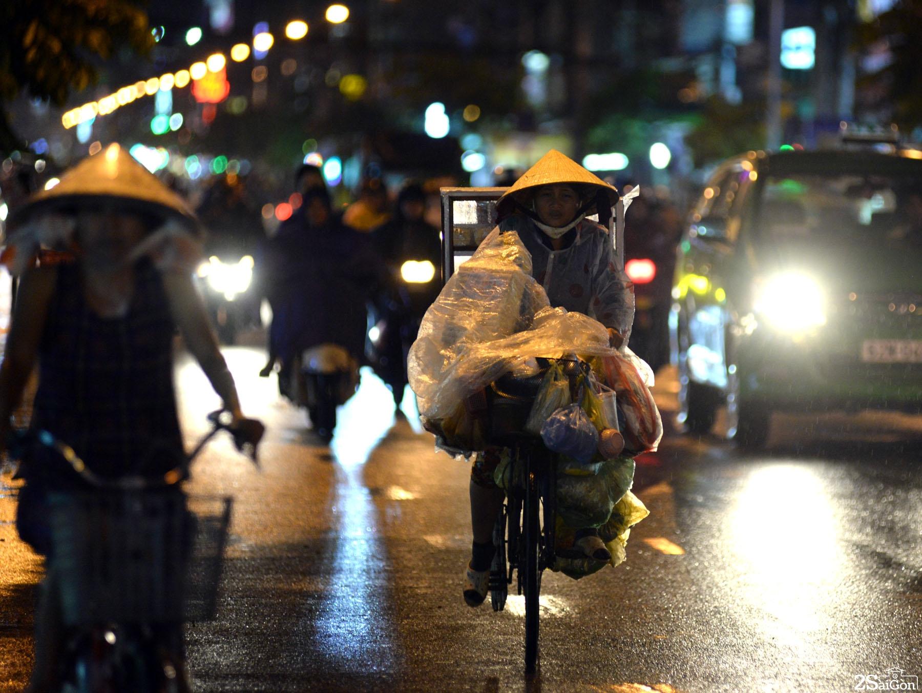 Những phận người nghèo trong đêm mưa Sài Gòn 11