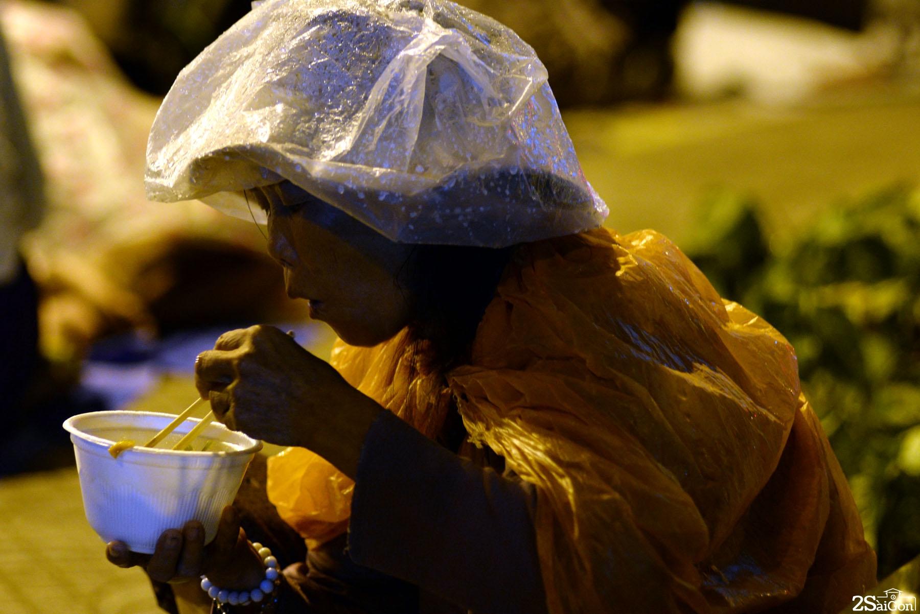 Những phận người nghèo trong đêm mưa Sài Gòn 4