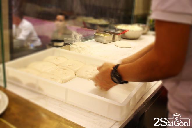 Pizza chả giò mới lạ hút giới trẻ Sài thành 1