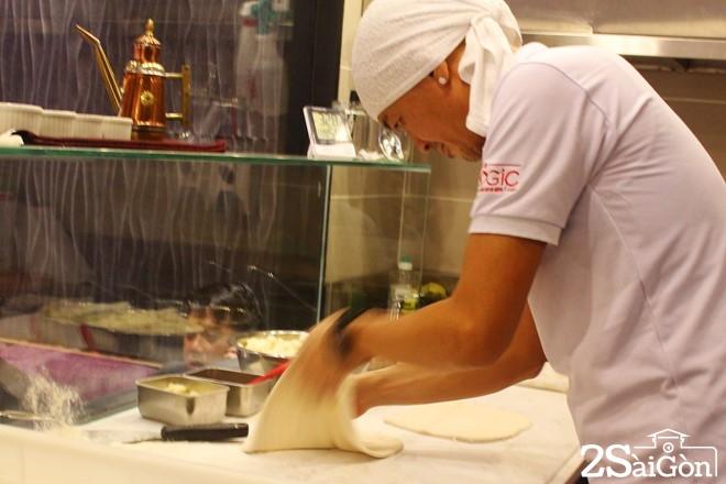Pizza chả giò mới lạ hút giới trẻ Sài thành 3
