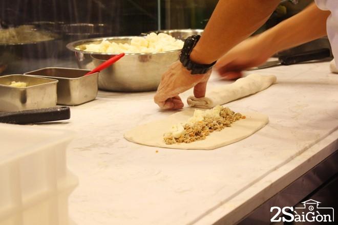 Pizza chả giò mới lạ hút giới trẻ Sài thành 6