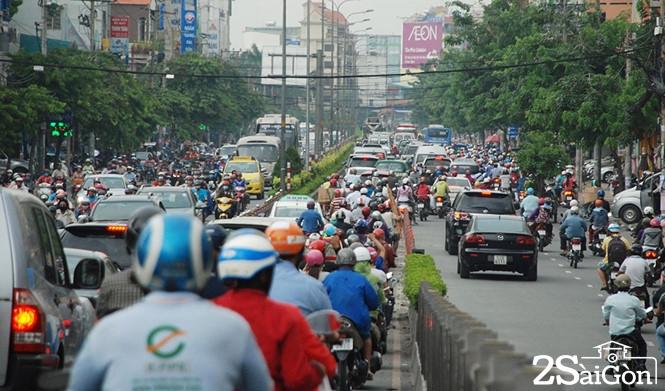 Sài Gòn kẹt xe lan sang... giờ lạ 1