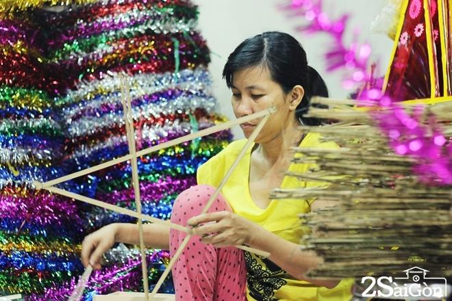Xóm lồng đèn giấy kiếng hồi sinh giữa Sài Gòn 11