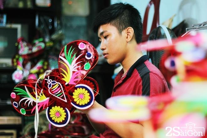 Xóm lồng đèn giấy kiếng hồi sinh giữa Sài Gòn 5