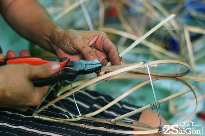 Xóm lồng đèn giấy kiếng hồi sinh giữa Sài Gòn 7