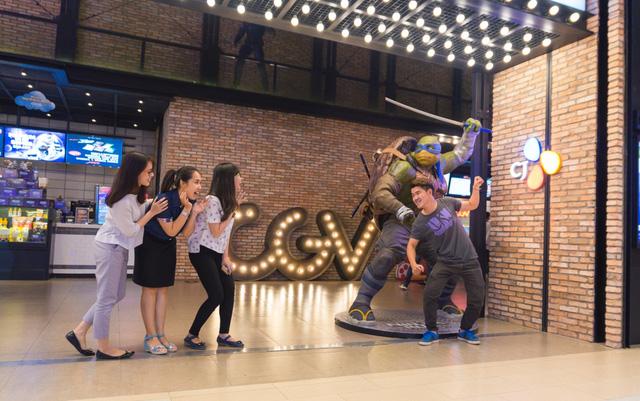 Giờ thì khỏi lo vì đã có cụm rạp CGV Cinemas tại AEON MALL Bình Tân. Đặc biệt, ở đây còn có phòng chiếu Starium với màn hình cực đại, hệ thống âm thanh Dolby Atmos sống động cùng máy chiếu laser, xem phim sẽ chưa bao giờ chân thực như thế!