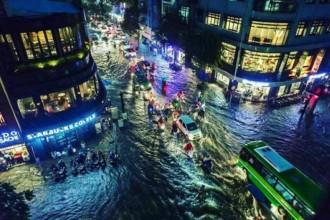 Đường phố Sài Gòn ngập nước (FB Kate Tran)