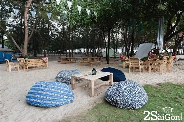 Giá vào cổng Zenna Pool cũng khá mềm, chỉ 50.000đ/người, 80.000đ/người/2 ngày 1 đêm là bạn đã có thể có những phút giây thư giãn thoải mái.