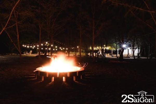 Nói đến cắm trại không thể không nhắc đến những buổi tiệc nướng về đêm. Diện tích rộng rãi ở Zenna Pool Camp vô cùng phù hợp để bạn có những buổi tiệc vui ngất trời bên bạn bè và người thân.