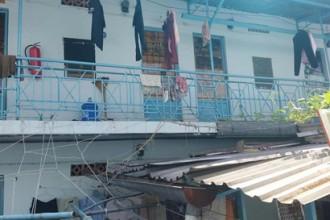 Nhiều khu nhà trọ được xây dựng tạm bợ khiến người thuê lo lắng việc cháy nổ, trộm cắp… ẢNH: X.P