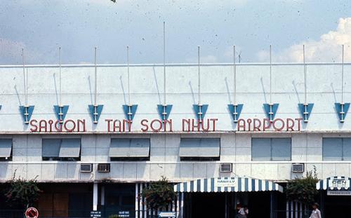 Người Sài Gòn xưa đi máy bay tại phi trường Tân Sơn Nhứt 2