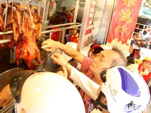 Những con phố vịt quay nức tiếng ở... Sài Gòn 2