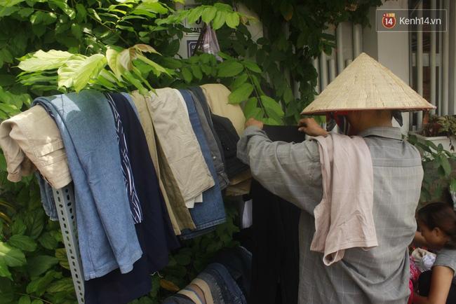Ở Sài Gòn có rất nhiều gian hàng dành riêng cho người nghèo.