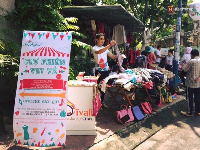 Phiên chợ vui vẻ được thực hiện vào cuối tuần nhằm phục vụ người lao động nghèo.